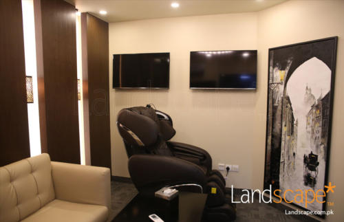 the-massage-recliner-chair-in-the-lounge-with-tall-painting