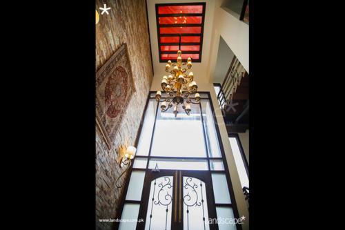 Double-Height-Foyer