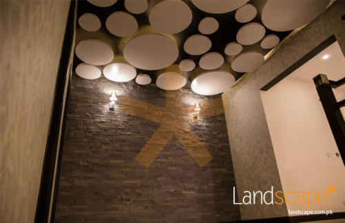 natural-stone-used-in-lobby-landing