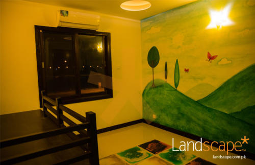 play-room-mural-and-liquid-tiles