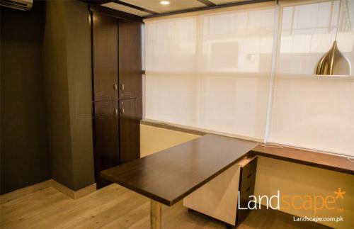 executive-table-with-mobile-drawers-setup