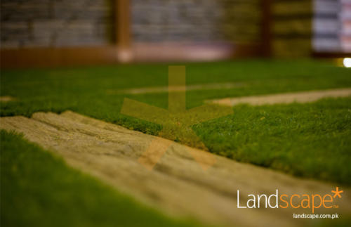 Artificial-Grass-and-Wood-Steps