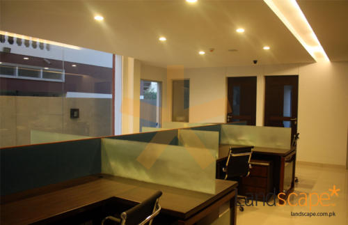 Ceiling-Flooring-Large-Glass-Windows-and-Placement-of-Work-Stations