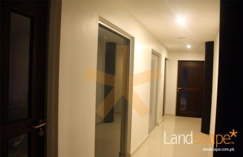 Corridor-on-the-Executive-Floor-of-Office